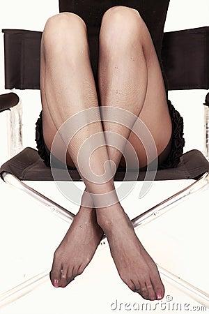 Reizvolle Fahrwerkbeine im Stuhl