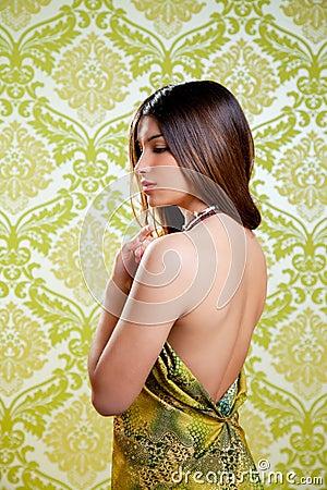 Reizvolles rückseitiges Kleid des asiatischen indischen schönen Mädchens