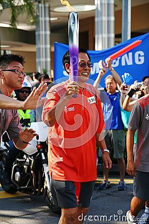 Relé da tocha dos Jogos Olímpicos 2010 da juventude Imagem Editorial