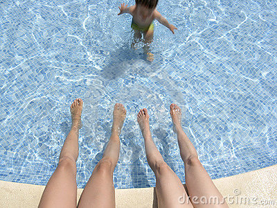 Relax in hotel pool 02