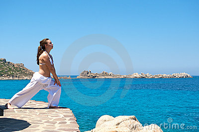 Relaxation exercices on the beach