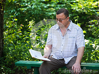 Relaxed casual man sitting and reading