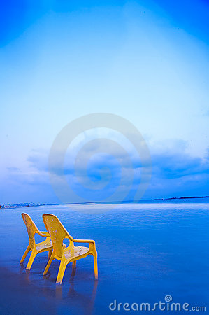 Free Relaxing At The Beach (Vertical) Stock Images - 1008424