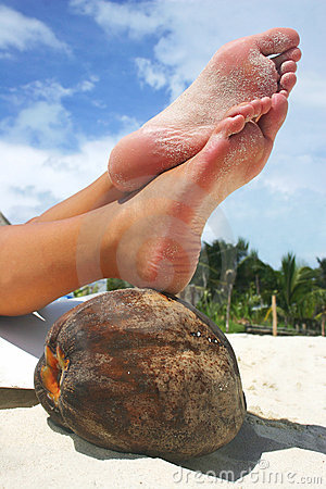 Free Relaxing Beach Feet Royalty Free Stock Photos - 248998
