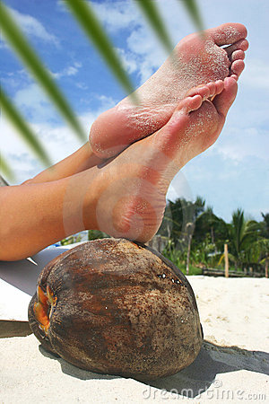 Free Relaxing Beach Feet Stock Images - 643774