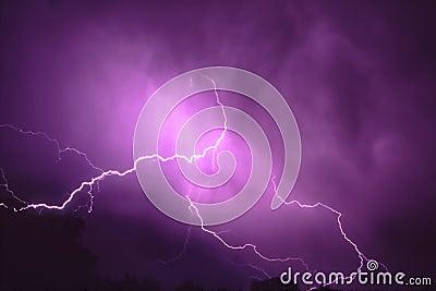 Relámpago de la tempestad de truenos en Illinois