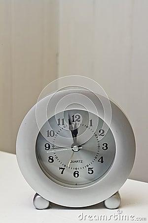 Reloj al mediodía