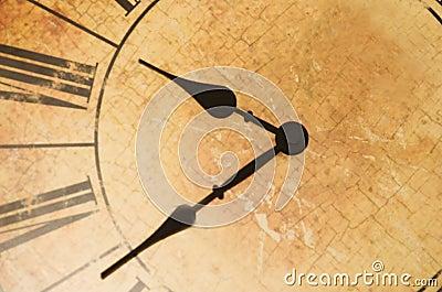 Reloj antiguo con los números romanos