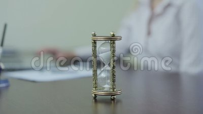 Reloj de arena en la tabla metrajes
