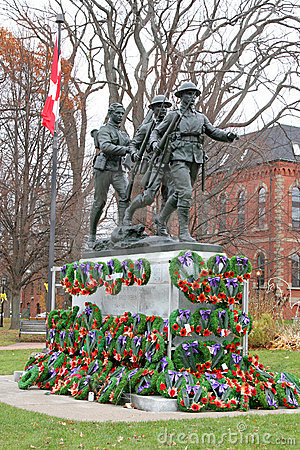 Free Remembrance Day Wreaths Stock Image - 6823341