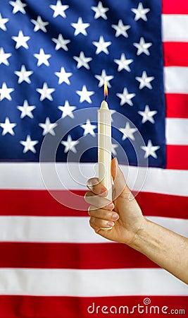 remettez tenir la bougie allum 233 e avec brouill 233 le drapeau des etats unis 224 l arri 232 re plan photo
