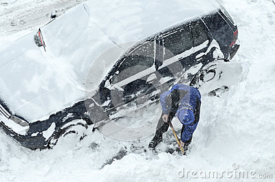 Removing snow from the cars Editorial Stock Image