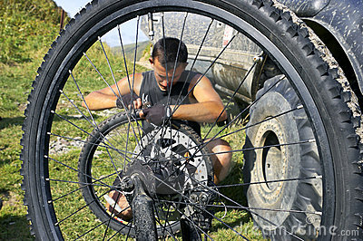 Repair  bicycle wheel