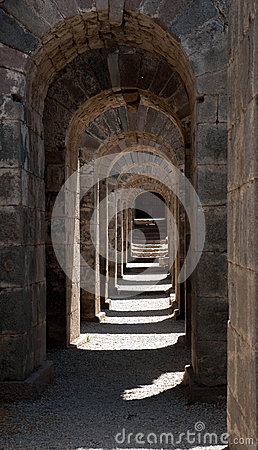 Free Repetitive Arches Royalty Free Stock Photos - 41698838