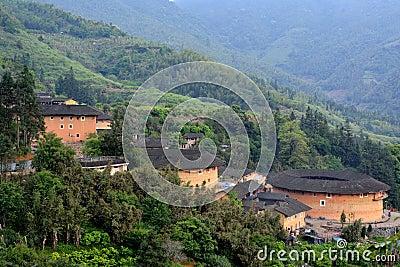 Residencia china ofrecida, castillo de la tierra en valle