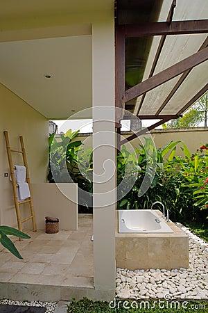 Free Resort Bathroom Shower Semi Outdoors Stock Photography - 90935272