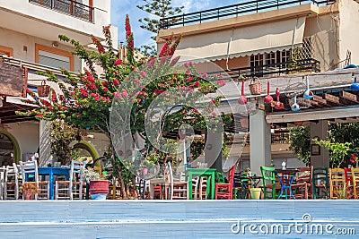 restaurant grec traditionnel avec la terrasse d 39 t photo stock image 63994696. Black Bedroom Furniture Sets. Home Design Ideas