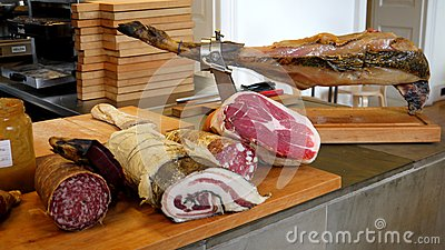 Restaurant: selection of cured meat