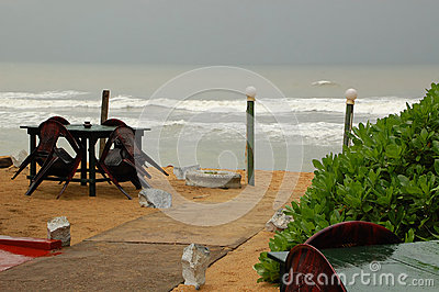 Restaurante de la playa durante temporada baja