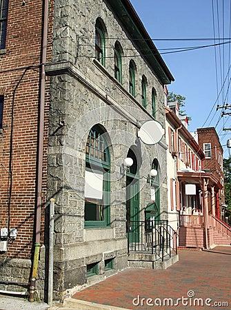 Restaurante e lojas da rua principal