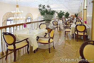 Restaurante en el balcón en el hotel Ucrania Fotografía editorial