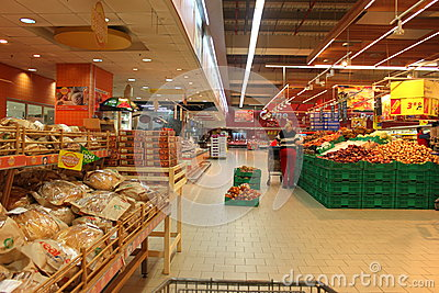 Retail labor in supermarket Editorial Image