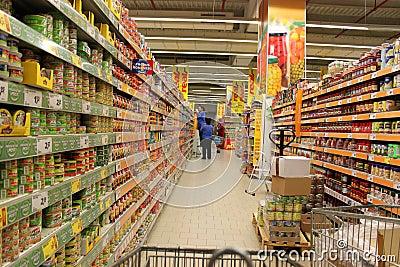 Retail labor in supermarket