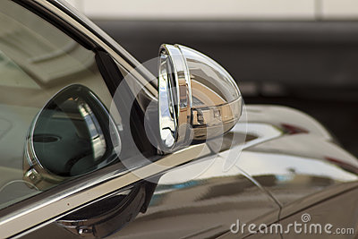 Retracted wing mirror