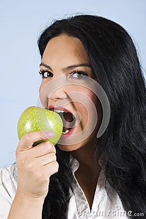 Retrato da mulher saudável bonita