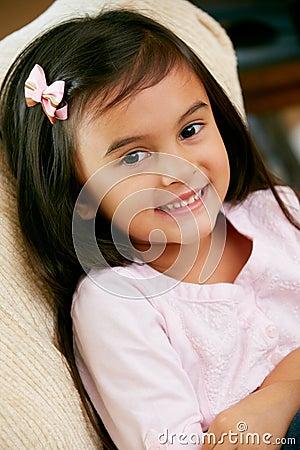 Retrato da rapariga de sorriso