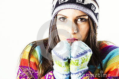 Retrato de congelação da mulher do inverno