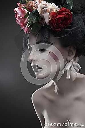 Retrato de la belleza de la mujer pálida