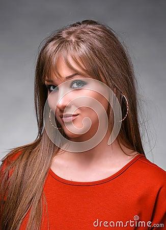 Retrato de la mujer joven hermosa