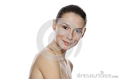 Retrato de la mujer serena hermosa joven