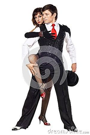 Retrato de la presentación joven de los bailarines del tango de la elegancia