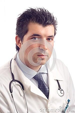 Retrato de un doctor de sexo masculino joven