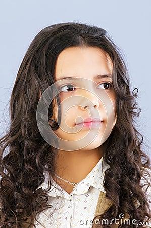 Retrato de una chica joven hermosa