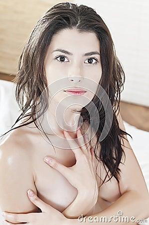 Retrato de una mujer hermosa descubierta