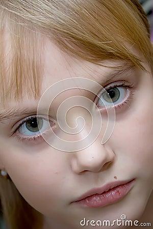 Retrato del color de la muchacha