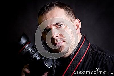 Retrato do auto do fotógrafo com câmera