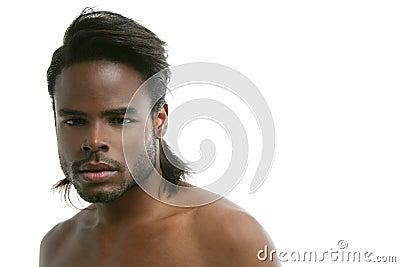 retrato-preto-bonito-do-homem-novo-de-am