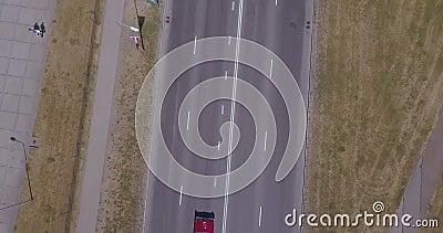 Retro Amerykański stary samochodu jeżdżenia puszek pusty uliczny pobliski ogromny MSC orkiestry rejs zdjęcie wideo