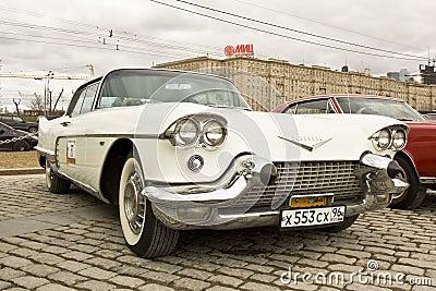 Retro bilCadillac eldorado Redaktionell Arkivfoto