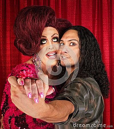 Retro drag queen con il partner di dancing
