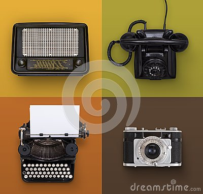 Free Retro Electronics Set Royalty Free Stock Photo - 101079945