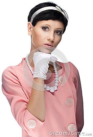 Retro- Frau im rosafarbenen Kleid 60s