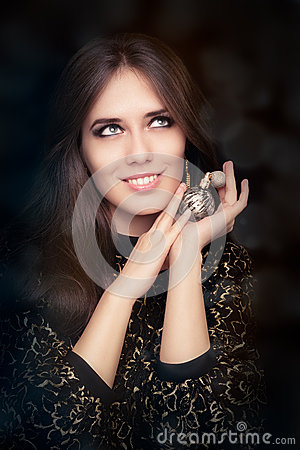 Free Retro Glamour Woman Holding Vintage Perfume Bottle Royalty Free Stock Images - 44603529