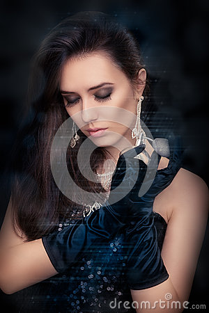 Free Retro Glamour Woman Holding Vintage Perfume Bottle Wearing Silver Accessories Stock Photography - 44603532