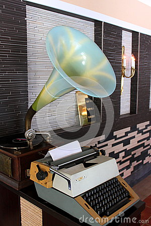 Retro gramophone and typewriter