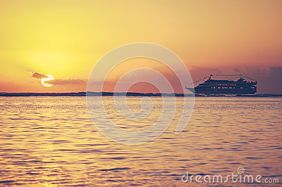 Retro Hawaii Sunset Cruise
